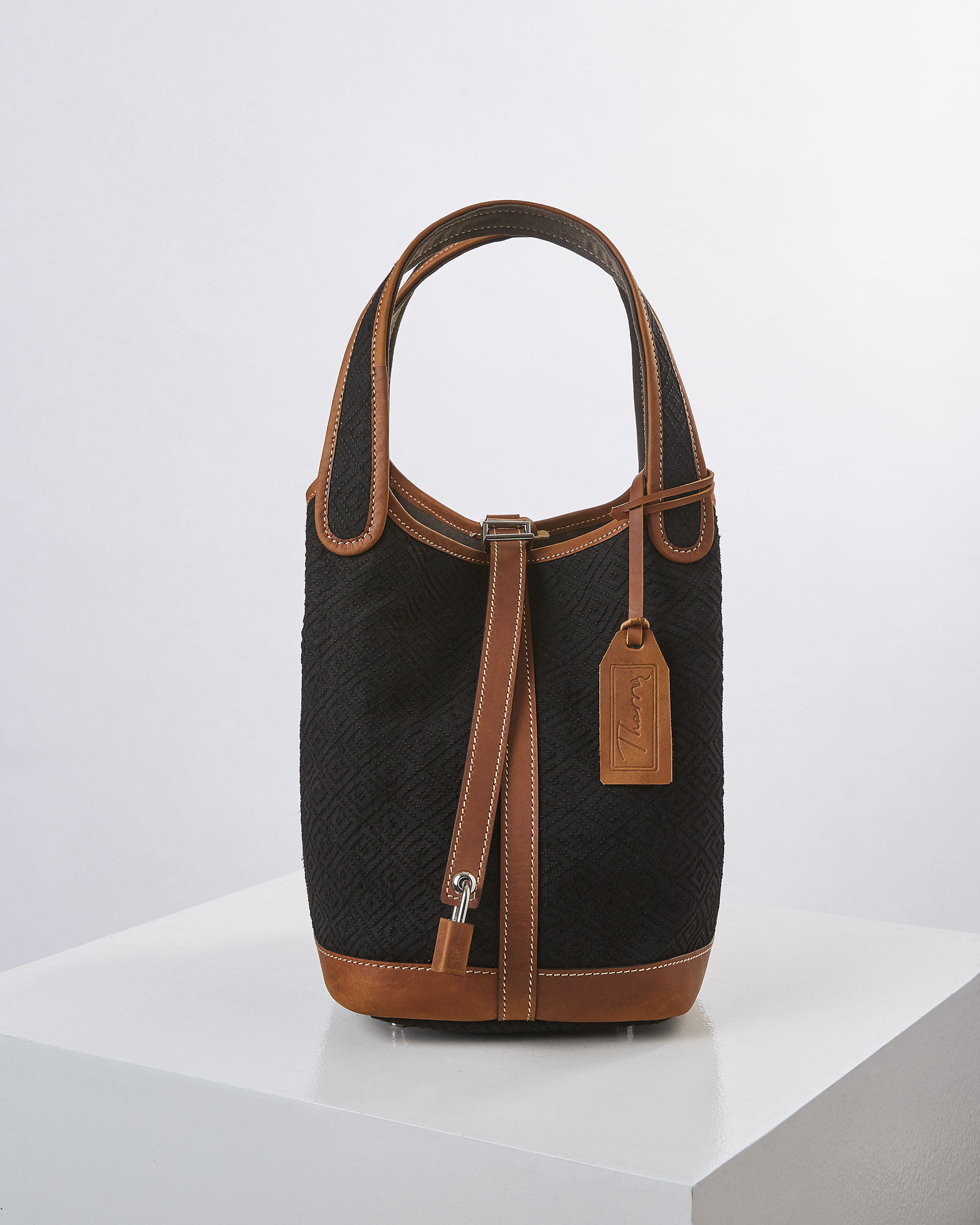 Lookkeaw Signature bag